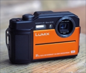 LUMIX DC-FT7. Reisekamera.