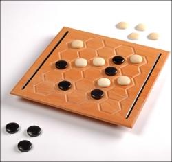 Avverso. Deluxe-Edition. Strategiespiel für 2 Spieler. Made in Germany.