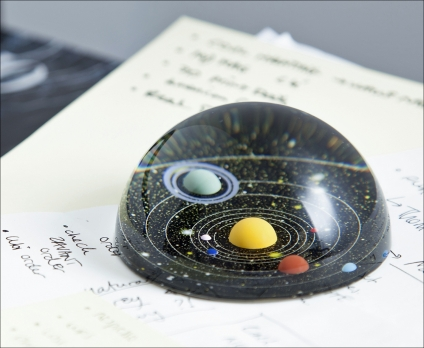 Briefbeschwerer Universum.