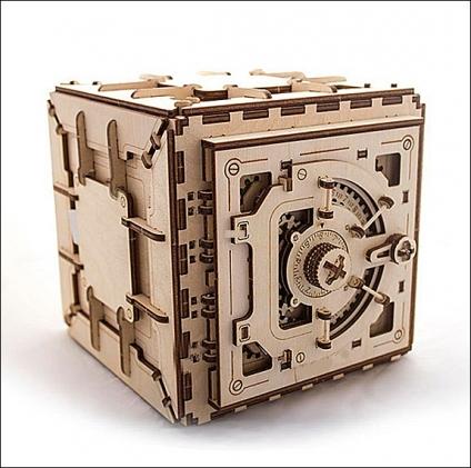 3D Holzbausatz Tresor. Made in EU.