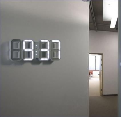 Kirbardin White & White Clock.